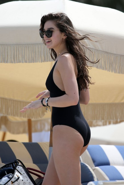 Hailee Steinfeld hot photos sexy bikini pics beautiful instagram bikini photos