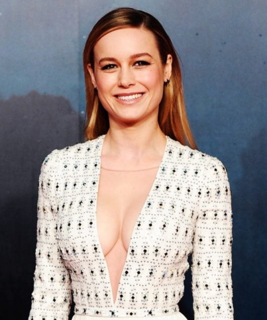 brie larson hot deep cleavag dress