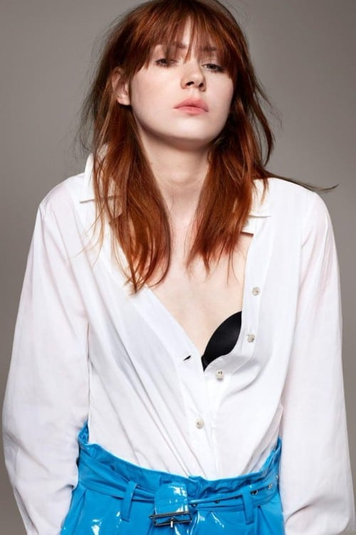karen gillan boobs show in white shirt