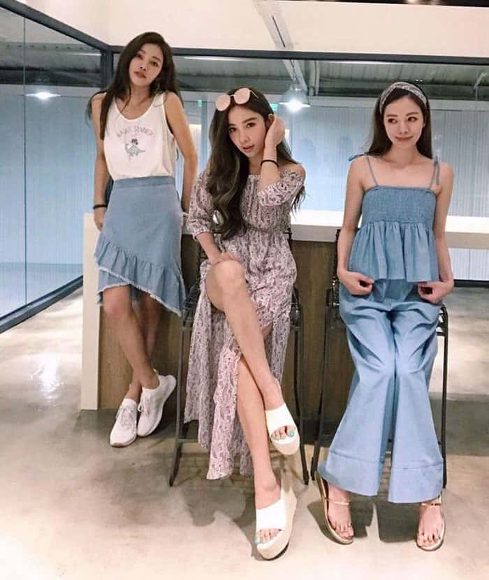 63-Year-Old Mom With Her 41, 40 And 36-Year-Old Daughters Stun The World With Their Youthful Look-min