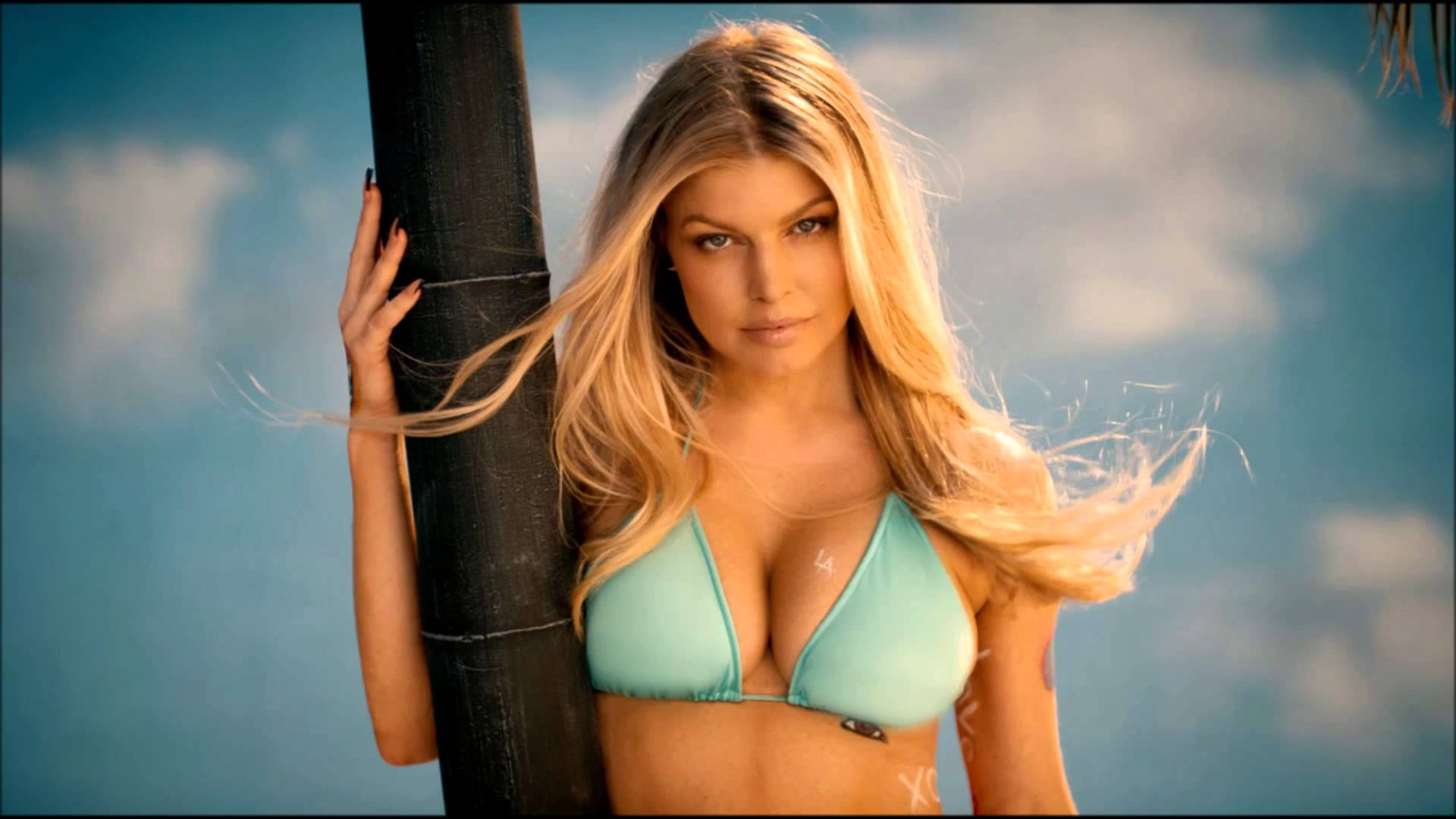Fergie hot instagram photos sexy bikini near-nude pics