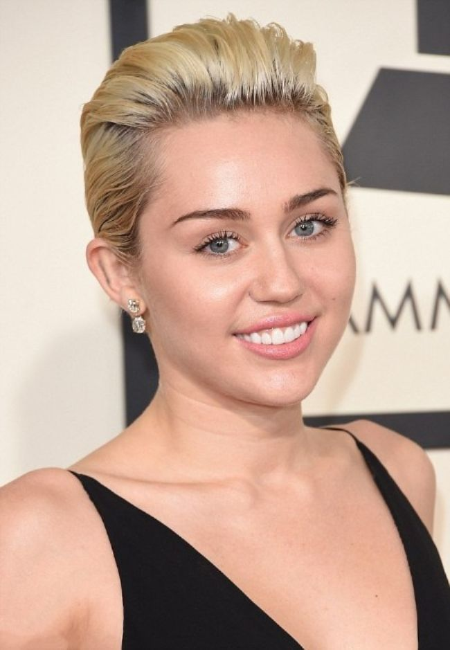 Miley Cyrus sexy photos hot bikini pics Instagram images