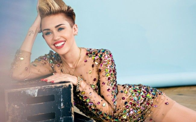 Miley Cyrus sexy photos hot bikini pics Instagram images