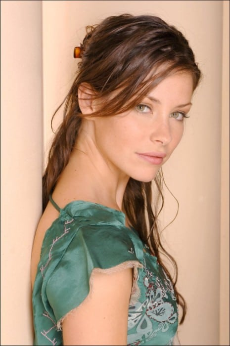 evangeline lilly hot in green dress
