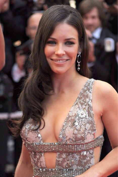 evangeline lilly hot sexy boobs show at an event