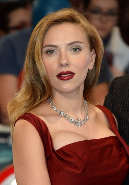 scarlett johansson boobs show in red