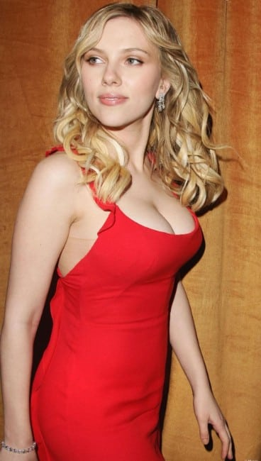 scarlett johansson clevage hot pics in red dress