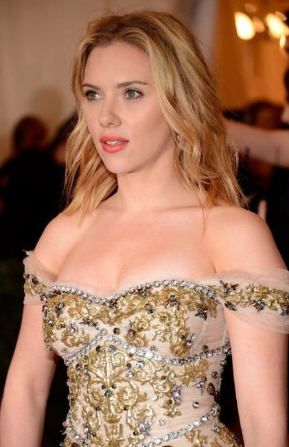 scarlett johansson hot boobs show at an award function