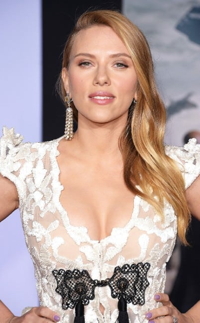 scarlett johansson hot looking at an event