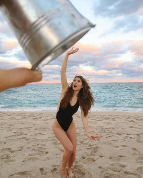 Amazing Amanda Cerny in Swimsuit Pics