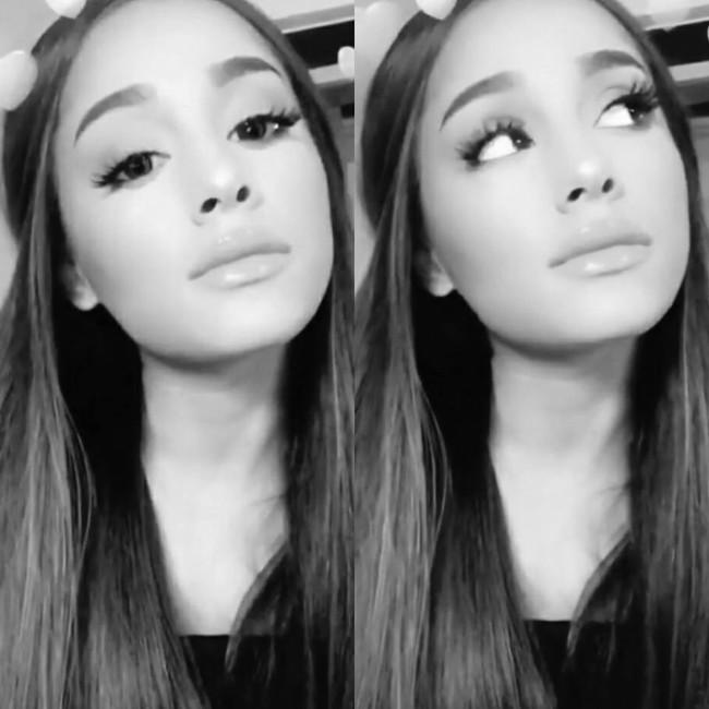 Ariana Grande hot selfie photo