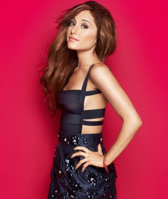 Ariana Grande natural looking sexy photo