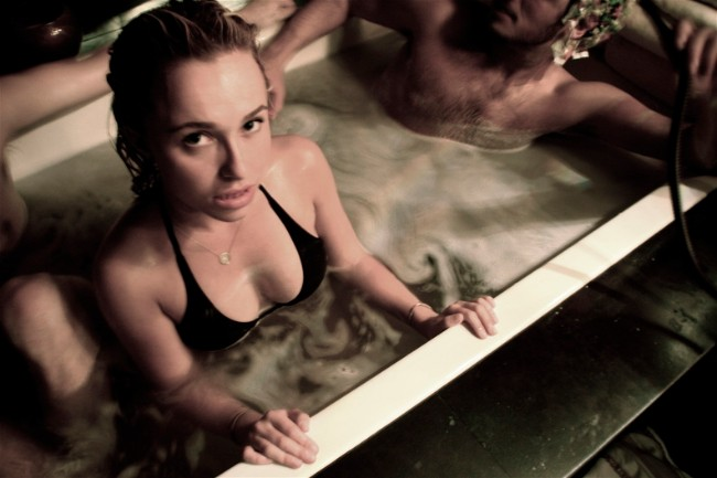 Hayden Panettiere nude in tub photo