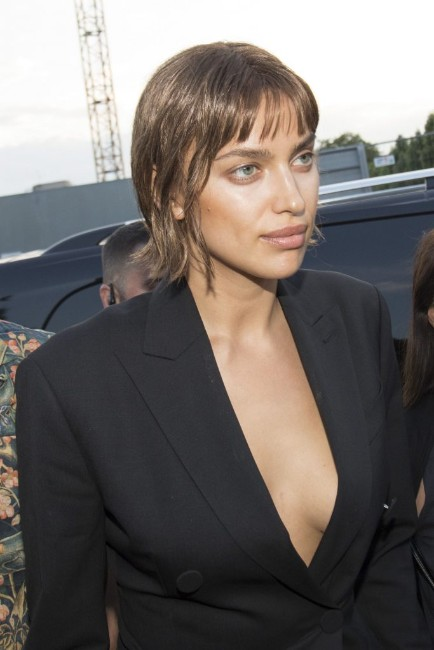 Irina Shayk hot side boobs show picture