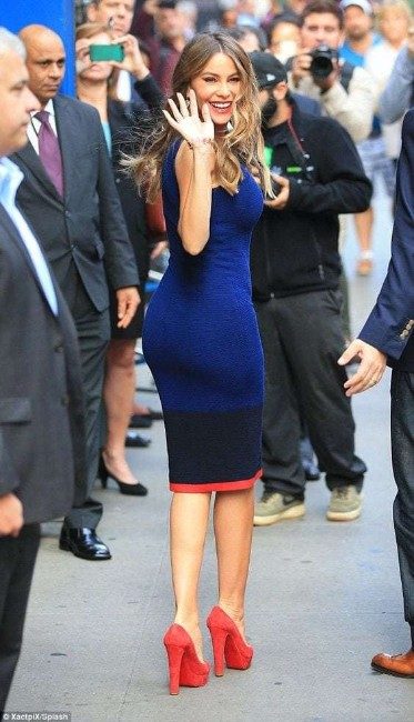 Sofia Vergara loknig hot in blue dress