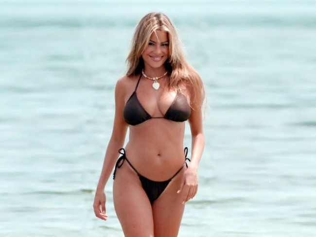 Sofia Vergara sexy in black bikini