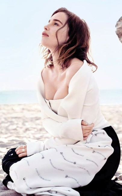 emilia clarke game of thrones hot photo