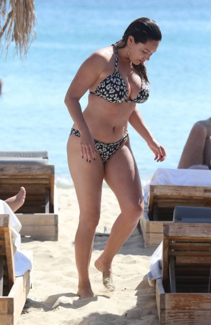 hot Kelly Brook bikini photo