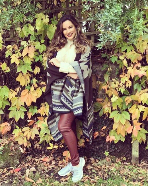 kelly brook hot
