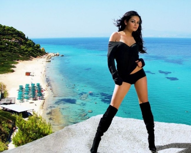 mila-kunis-bikini