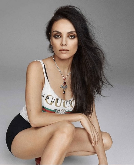 mila kunis hot boobs show picture