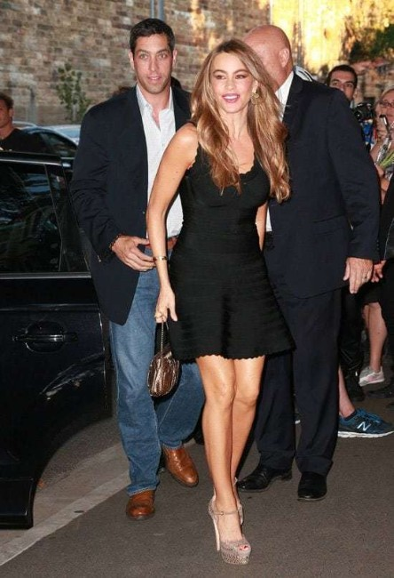 morden family star Sofia Vergara hot photo