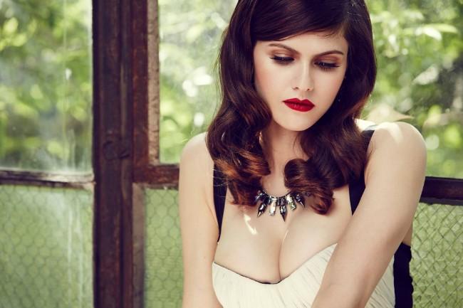 Alexandra Daddario boobs show pic
