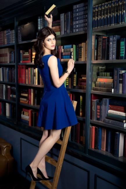 Alexandra Daddario hot looking in blue dress