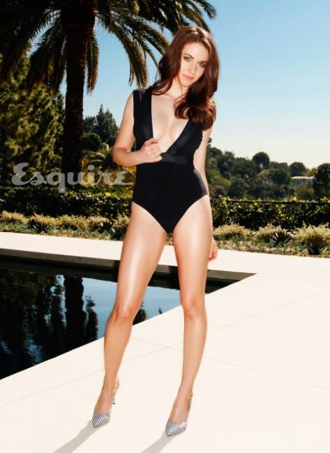 Alison Brie sexy legs show pics