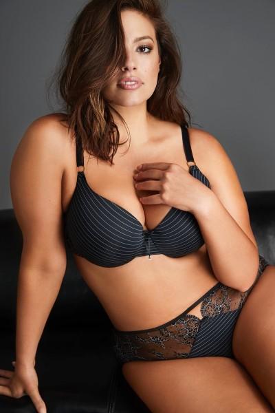 Ashley Graham nude latest photo