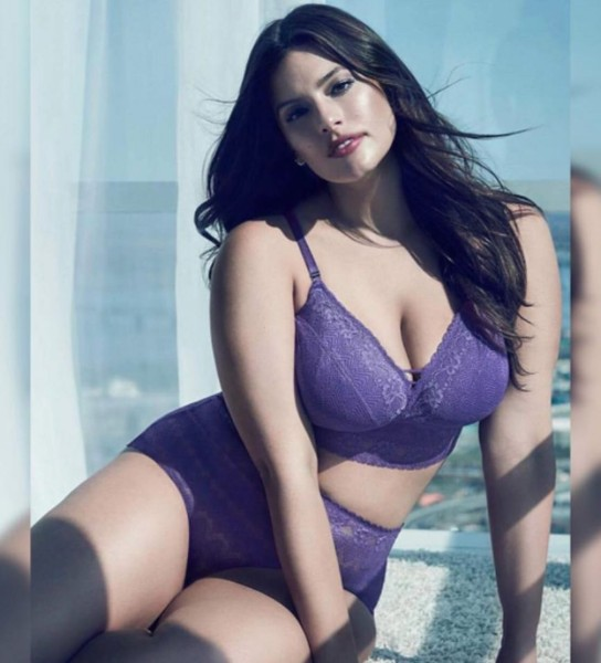 Ashley Graham sexy boobs in bikini pic