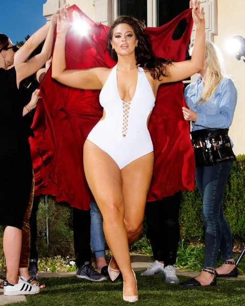 Ashley Graham sexy boobs show