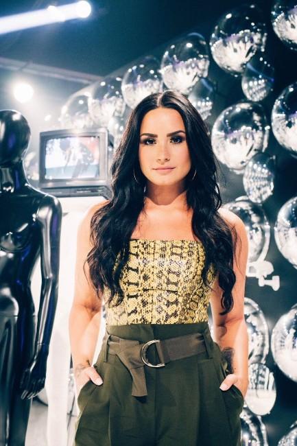 Demi Lovato hot photo (2)