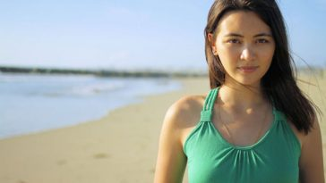 Jessica Henwick sexy beach photo