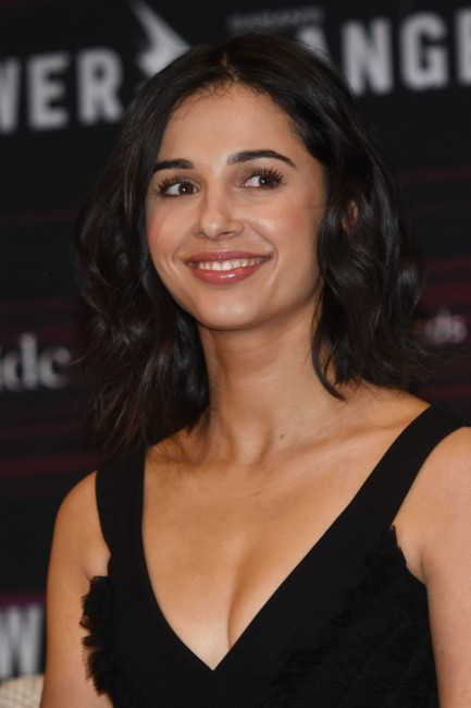 Naomi Scott hot picture