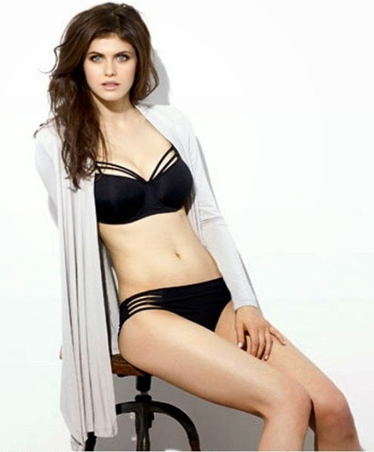 actress Alexandra Daddario hot black bikini photo