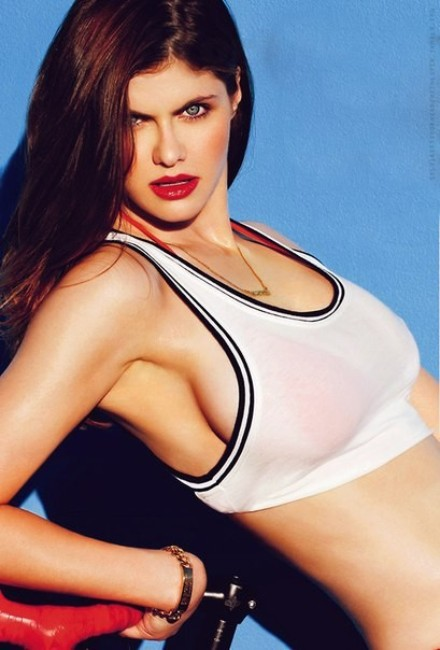 baywatch movie cast actress Alexandra Daddario hot