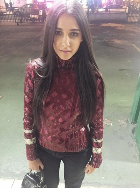 candid picture of actress Naomi Scott
