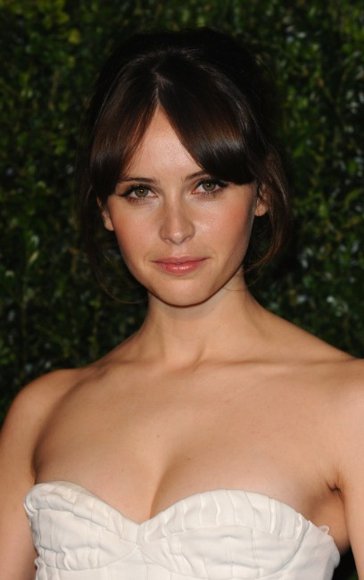 felicity jones sexy boobs show in white dress