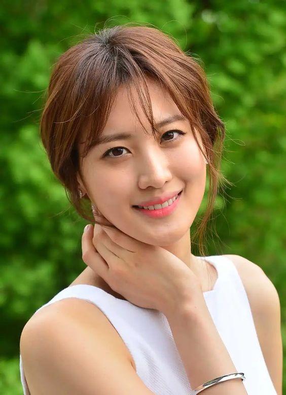 nagini actress Claudia Kim hot photo