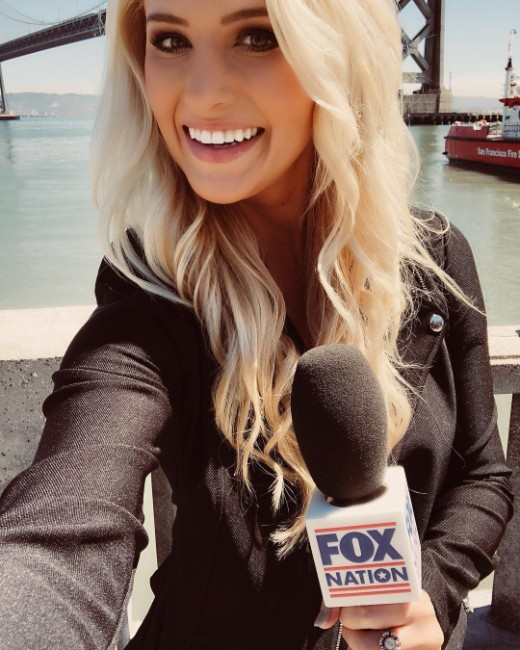 sexy tv reporter Tomi Lahren hot picture
