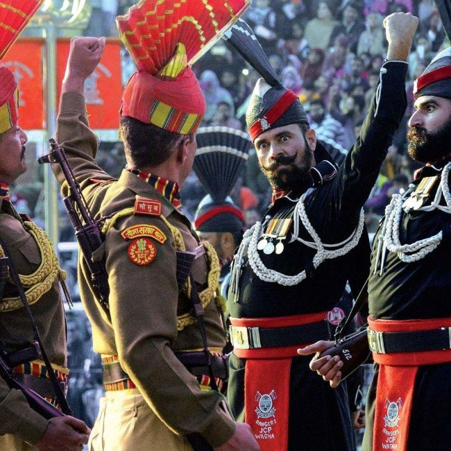 danarchist , Pakistani rangers (in black) face off against the Indian Border Security Force at the