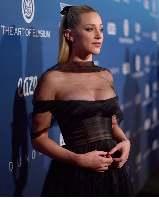 Riverdale actress lili reinhart hot nude photos sexy instagram bikini pics