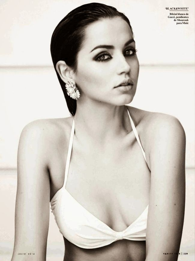 Bond girl Ana De Armas hot photos Sexy bikini pics & instagram shots