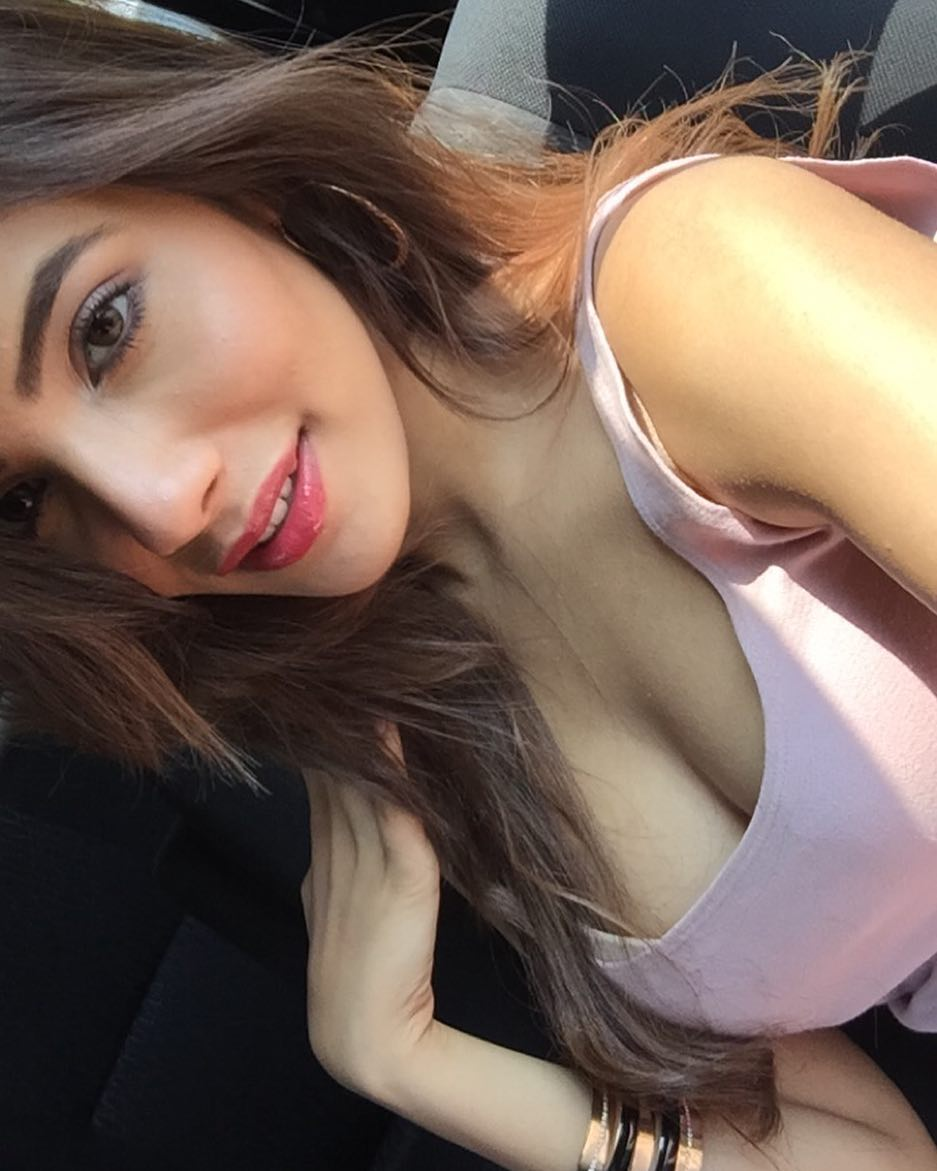 32 Hottest Aditi Hundia Photos, Bio Age - The Viral Girl of IPL 2019 Final