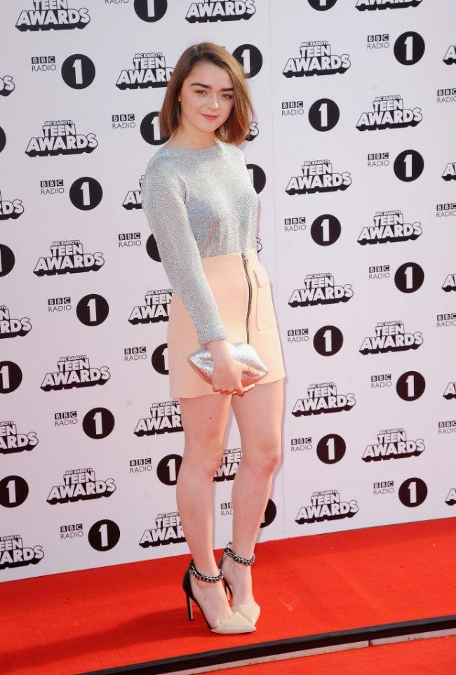 got Arya Stark actress maisie williams hot instagram photos sexy bikini pics