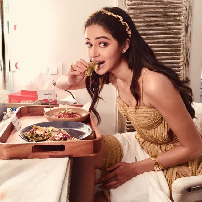 student of the Year 2 actress Ananya Pandey hot instagram photos sexy bikini pics