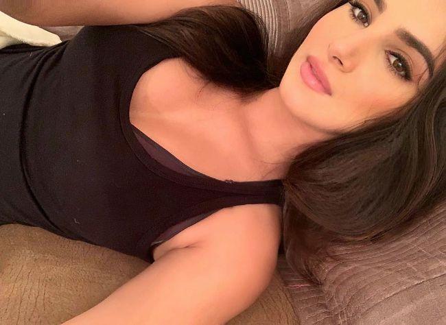 student of the Year 2 actress Tara Sutaria hot instagram photos sexy bikini pics