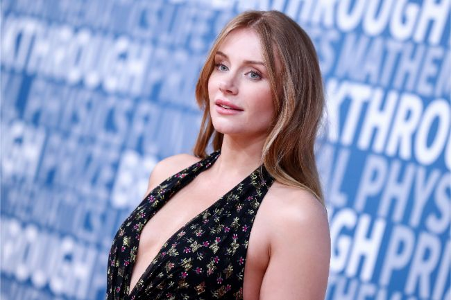 Bryce Dallas Howard hot photos sexy Bryce Dallas pics from her instagram in bikini