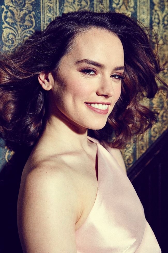 star wars actress Daisy Ridley hot photos sexy instagram bikini pics